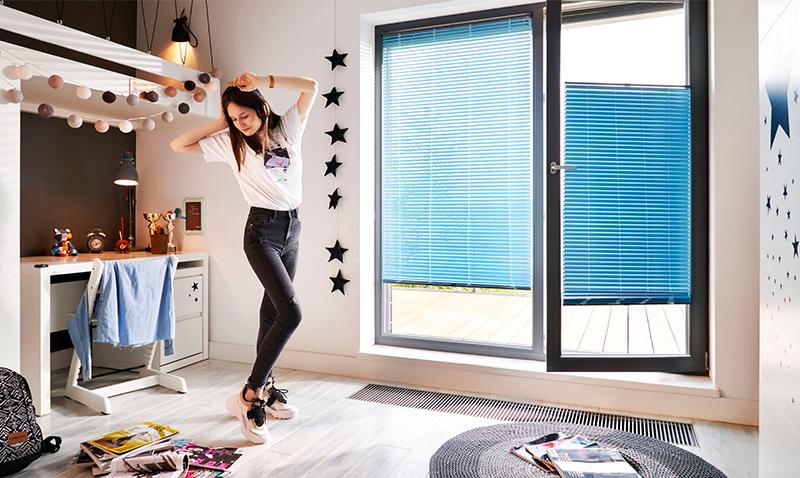 Żaluzje okienne wewnętrzne to dobre rozwiązanie do pokoju dziecka.