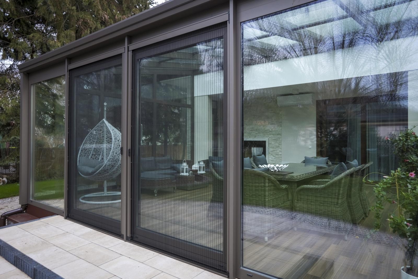 Moskitiery okienne i drzwiowe - tarasowe i balkonowe
