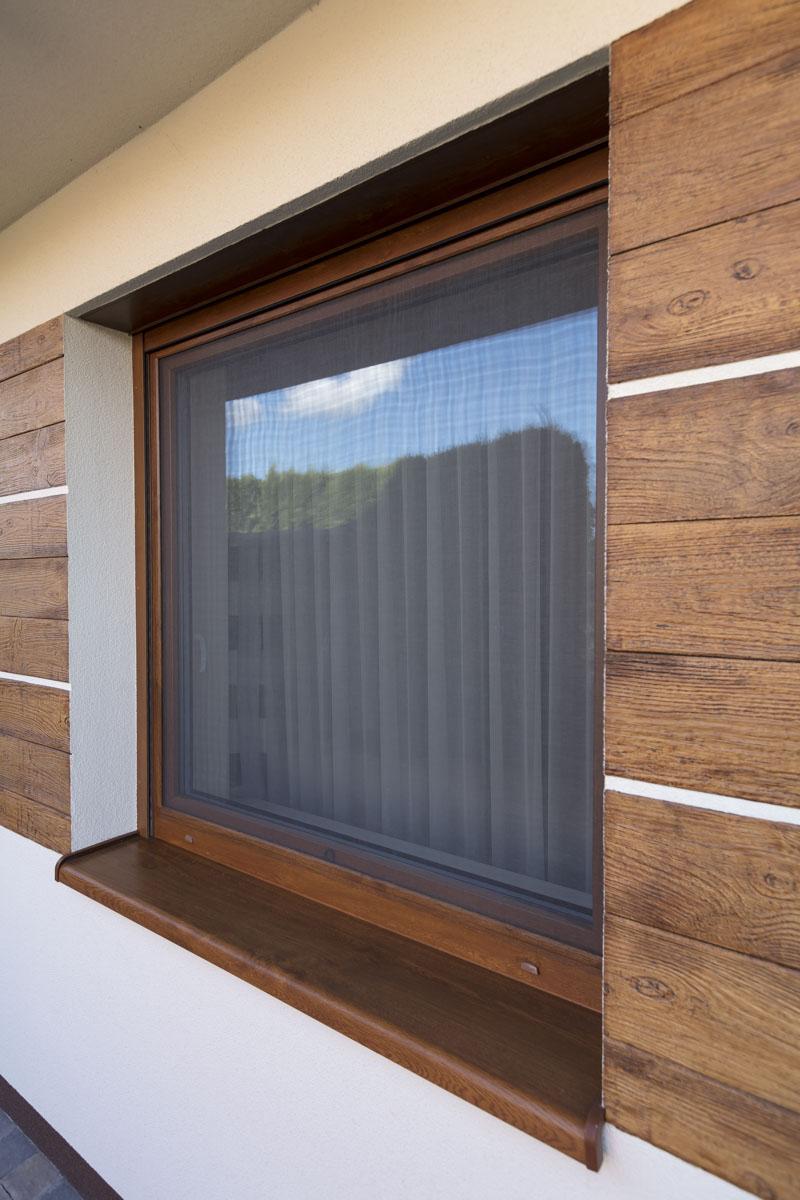 Moskitiera ramkowa na okno to skuteczne zabezpieczenie przed owadami, pyłkami i zanieczyszczeniami.