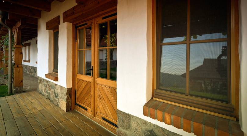 Moskitiera na okno pozwala na swobodne wietrzenie pomieszczeń.