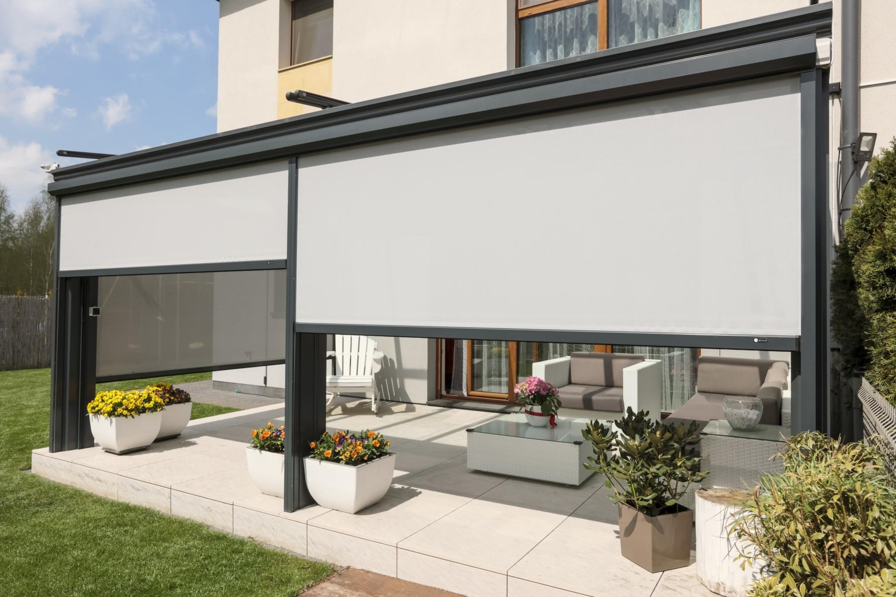 Rolety typu SCREEN pasują do architektury domu i ogrodu.