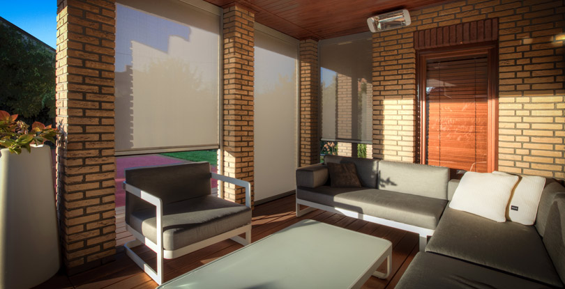 Screen rolety to ochrona tarasu przed słońcem, wiatrem, zanieczyszczeniami oraz wzrokiem przechodniów.